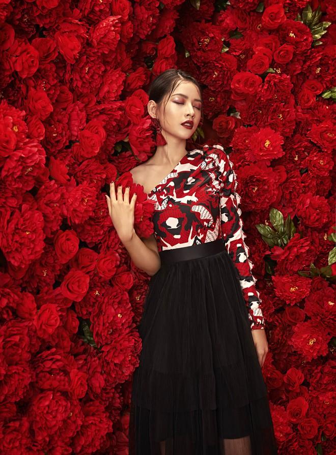 Chi Pu đẹp rực rỡ trong bộ ảnh chào 2018, khẳng định sẽ tăng tốc làm diễn viên - ca sĩ - Ảnh 2.