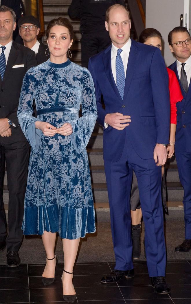 Mặc đẹp suốt ngày, ai ngờ cũng có lúc Kate Middleton bị chê mặc xấu - Ảnh 2.