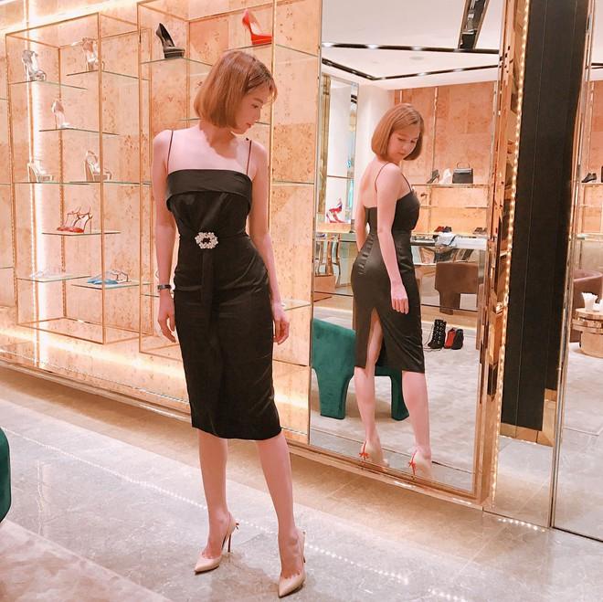 Váy đen hết trễ vai rồi lại hai dây, phong cách của Ngọc Trinh có đang nhàm chán quá không - Ảnh 9.