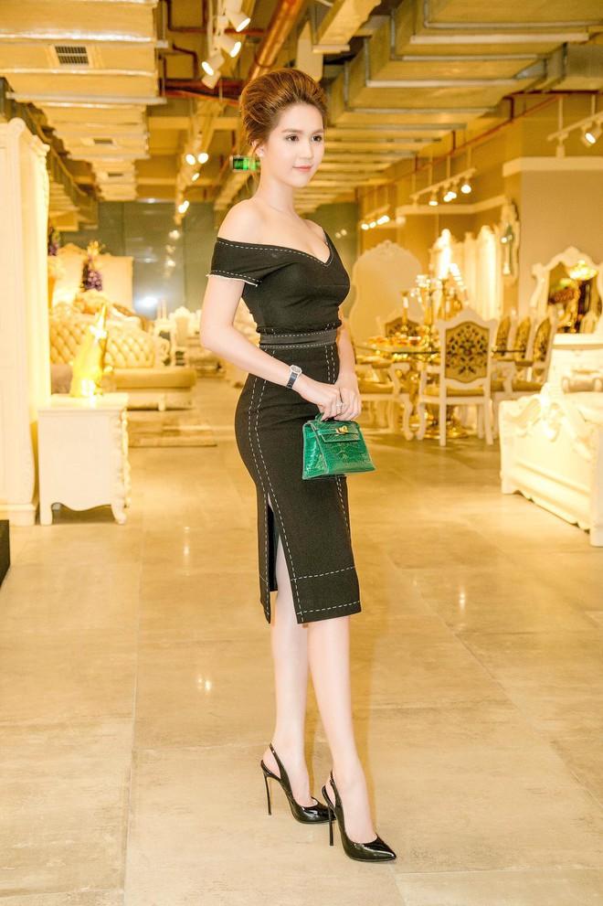 Váy đen hết trễ vai rồi lại hai dây, phong cách của Ngọc Trinh có đang nhàm chán quá không - Ảnh 7.