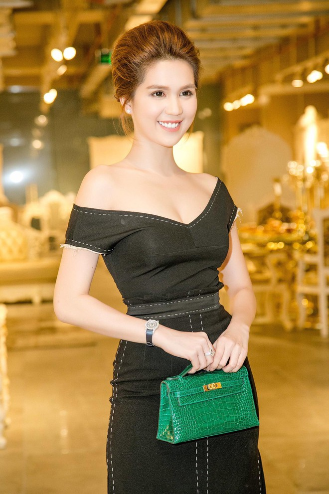 Váy đen hết trễ vai rồi lại hai dây, phong cách của Ngọc Trinh có đang nhàm chán quá không - Ảnh 8.