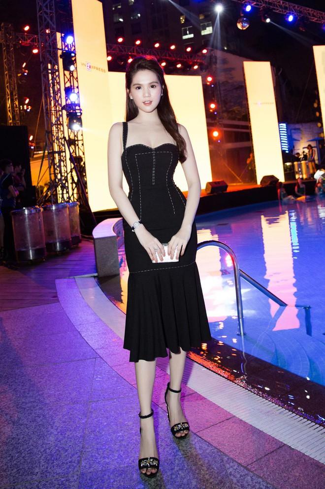 Váy đen hết trễ vai rồi lại hai dây, phong cách của Ngọc Trinh có đang nhàm chán quá không - Ảnh 3.