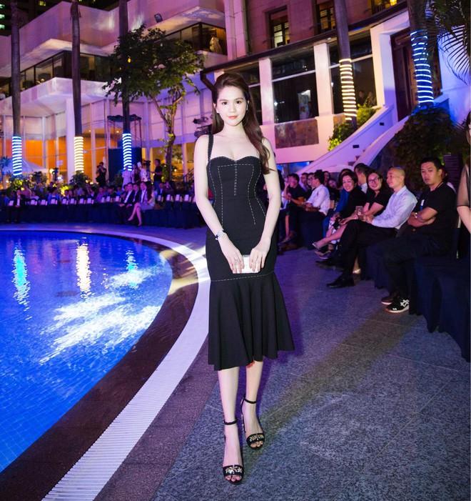 Váy đen hết trễ vai rồi lại hai dây, phong cách của Ngọc Trinh có đang nhàm chán quá không - Ảnh 4.