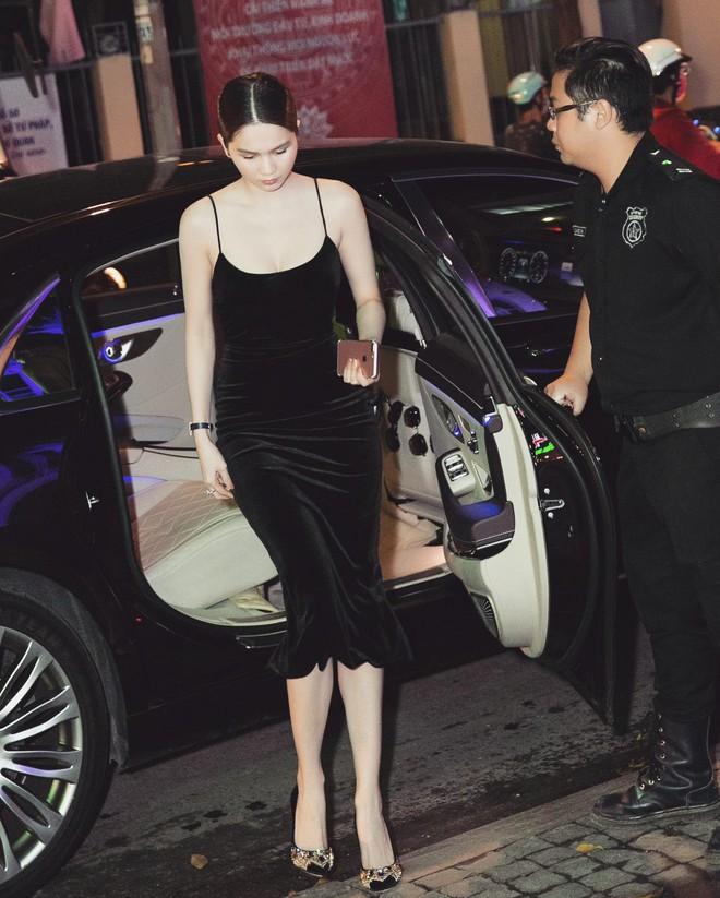 Váy đen hết trễ vai rồi lại hai dây, phong cách của Ngọc Trinh có đang nhàm chán quá không - Ảnh 2.