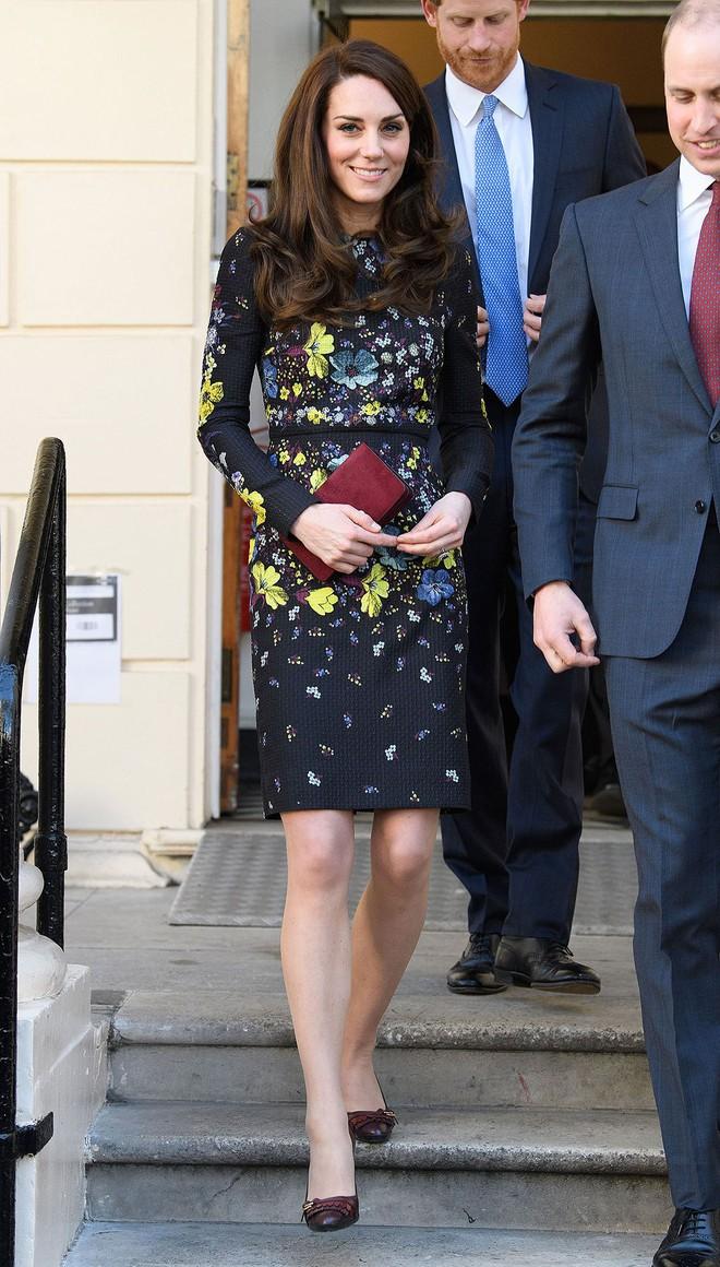 Mặc đẹp suốt ngày, ai ngờ cũng có lúc Kate Middleton bị chê mặc xấu - Ảnh 10.