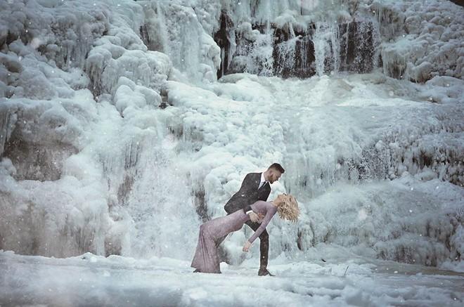 Những cô dâu vai trần thách thức thời tiết giá lạnh để có bộ ảnh cưới nghìn like - Ảnh 17.