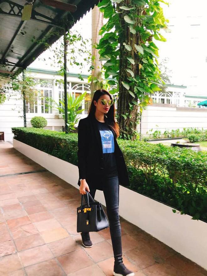 Nhìn Hà Tăng, Jolie Nguyễn... diện street style sắc đỏ mà chợt nhận ra: Tết đã về gần lắm rồi đây! - Ảnh 13.