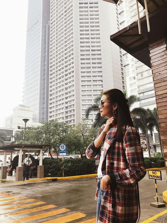 Nhìn Hà Tăng, Jolie Nguyễn... diện street style sắc đỏ mà chợt nhận ra: Tết đã về gần lắm rồi đây! - Ảnh 6.
