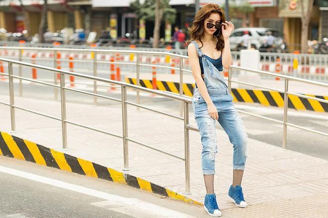 Nhìn Hà Tăng, Jolie Nguyễn... diện street style sắc đỏ mà chợt nhận ra: Tết đã về gần lắm rồi đây! - Ảnh 9.