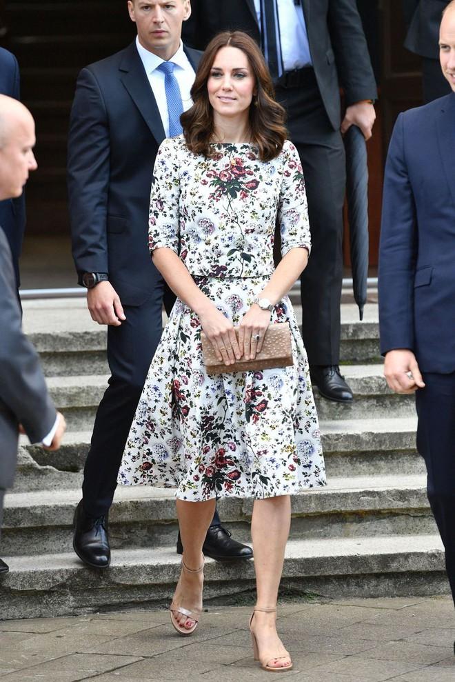 Mặc đẹp suốt ngày, ai ngờ cũng có lúc Kate Middleton bị chê mặc xấu - Ảnh 8.