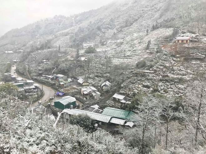 Sa Pa tuyết phủ trắng xóa như ngôi làng cổ tích, du khách ngỡ ngàng vì cảnh tượng quá đẹp - Ảnh 8.