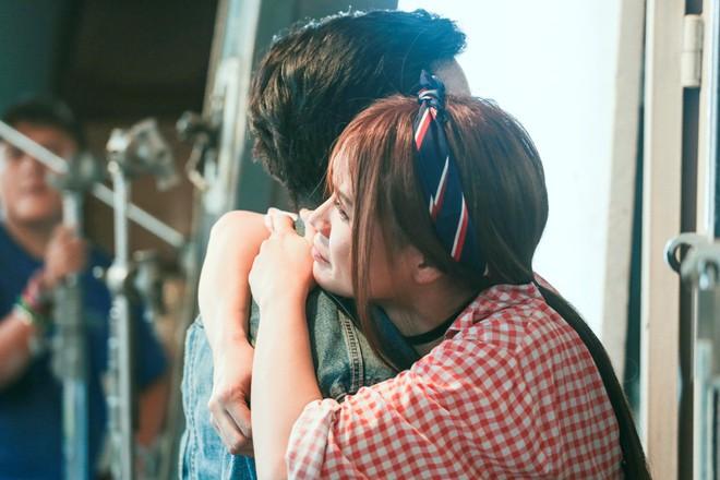 Sốc với cảnh Trường Giang bị người đẹp Sam cưỡng hôn nhiều lần - ảnh 2