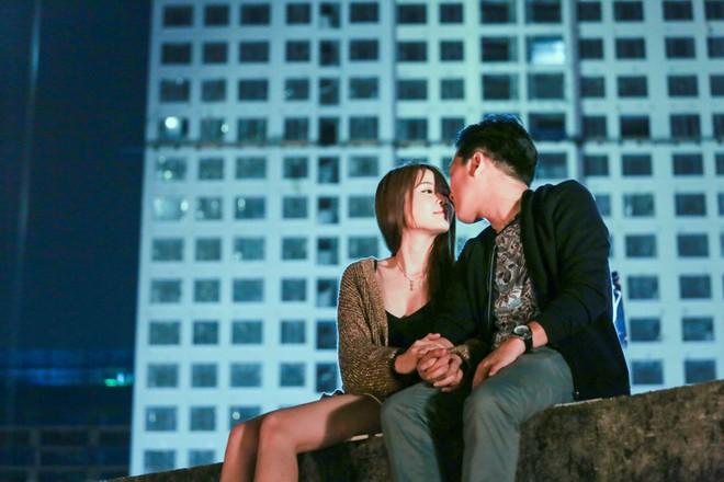 Sốc với cảnh Trường Giang bị người đẹp Sam cưỡng hôn nhiều lần - ảnh 4