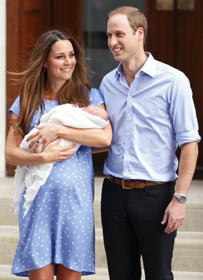 Bí quyết mặc đẹp ngay cả khi mang bầu với 9 thương hiệu thời trang yêu thích của côang nương Kate - Ảnh 1.