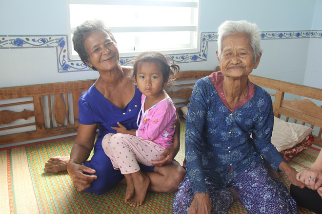 Không còn cảnh xin từng bữa cơm nuôi 4 người con tâm thần, người mẹ già 86 tuổi đã có một cuộc sống mới - Ảnh 3.