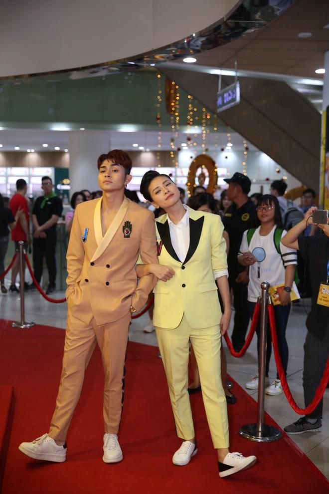 Ngô Thanh Vân đưa bố mẹ đến xem phim Tết do chính cô thủ vai - ảnh 3