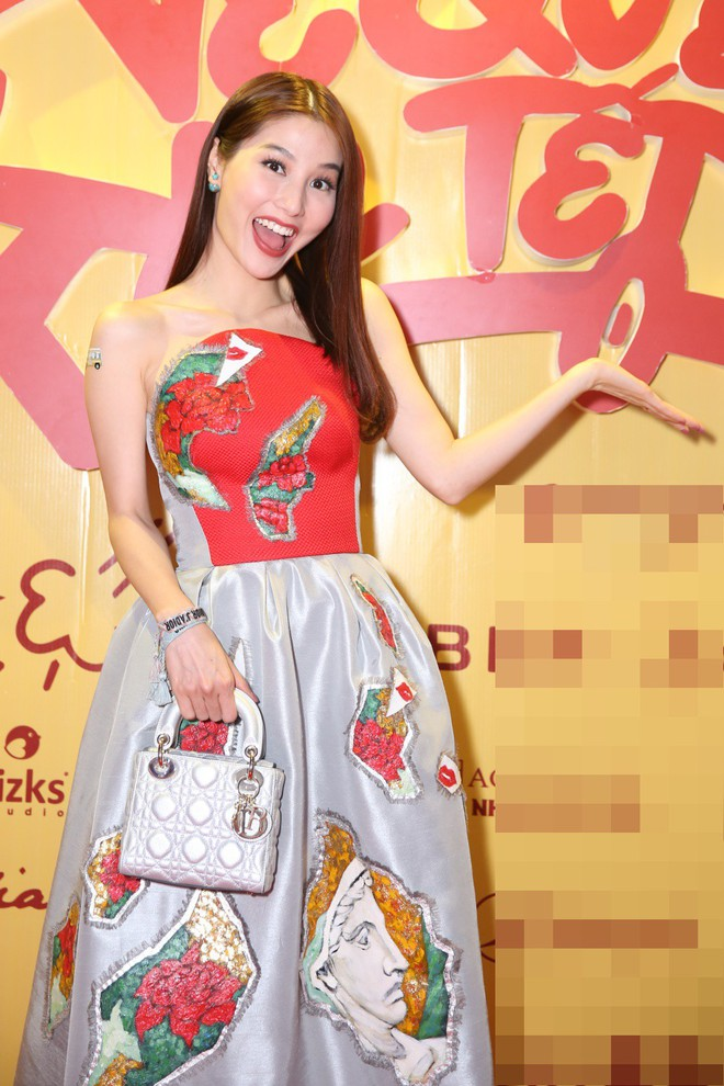 Ngô Thanh Vân đưa bố mẹ đến xem phim Tết do chính cô thủ vai - ảnh 4