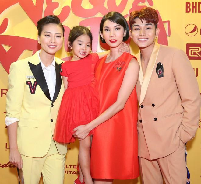 Ngô Thanh Vân đưa bố mẹ đến xem phim Tết do chính cô thủ vai - ảnh 6