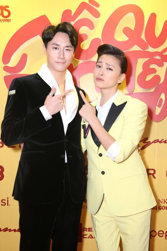 Ngô Thanh Vân đưa bố mẹ đến xem phim Tết do chính cô thủ vai - ảnh 8