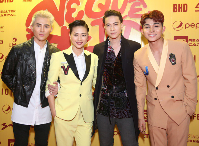 Ngô Thanh Vân đưa bố mẹ đến xem phim Tết do chính cô thủ vai - ảnh 15