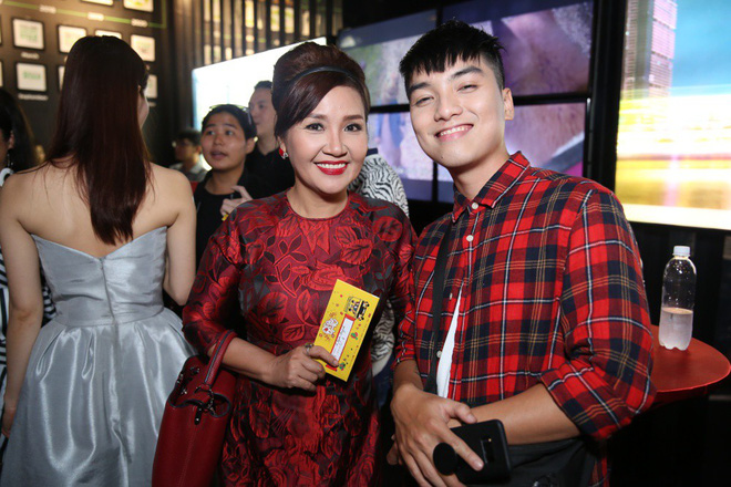 Ngô Thanh Vân đưa bố mẹ đến xem phim Tết do chính cô thủ vai - ảnh 16