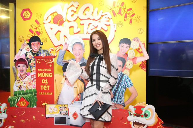 Ngô Thanh Vân đưa bố mẹ đến xem phim Tết do chính cô thủ vai - ảnh 17