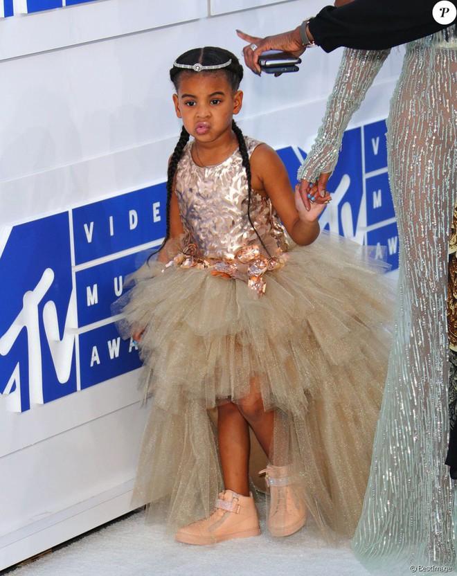 Mới 6 tuổi, con gái Beyoncé đã sở hữu kho đồ hiệu đắt giá khiến nhiều người ghen tị - Ảnh 7.