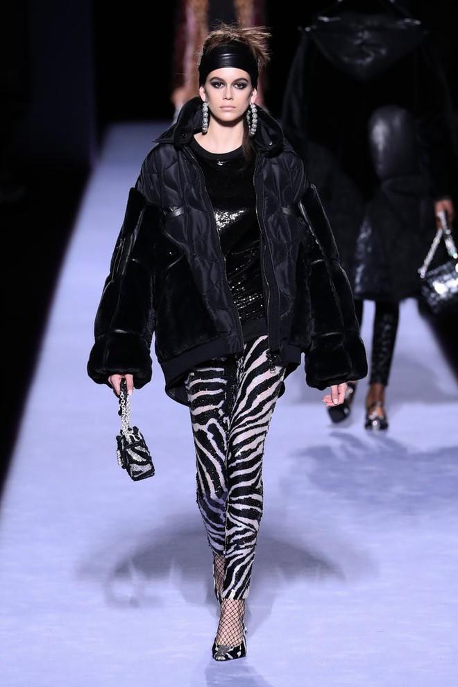 Tiếp tục đắt show tại New York Fashion Week 2018, Kaia Gerber thực sự đã làm nên chuyện ở tuổi 16 - Ảnh 2.