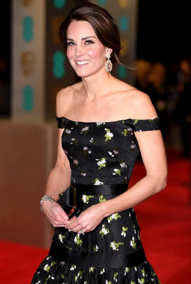 Công nương Kate Middleton cũng khủng hoảng với việc chọn trang phục đi dự sự kiện sao cho phù hợp - Ảnh 7.