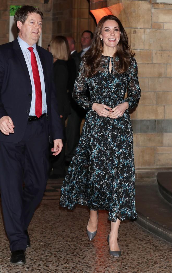 Công nương Kate Middleton cũng khủng hoảng với việc chọn trang phục đi dự sự kiện sao cho phù hợp - Ảnh 8.