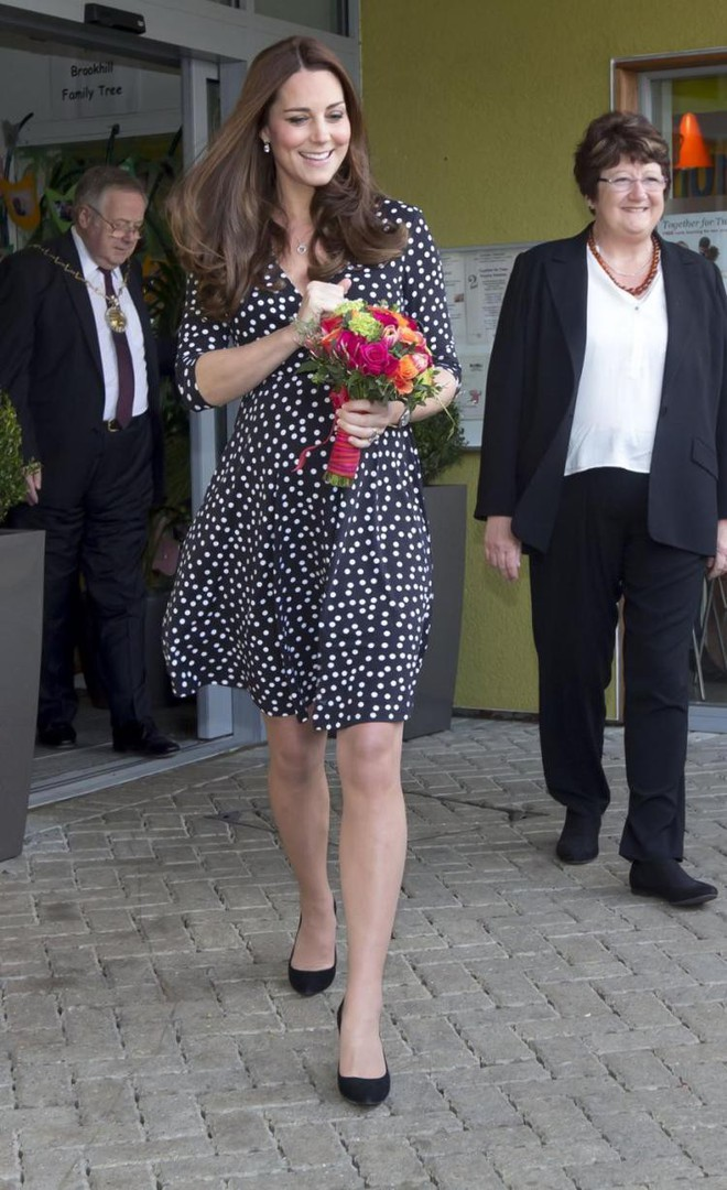 Công nương Kate Middleton cũng khủng hoảng với việc chọn trang phục đi dự sự kiện sao cho phù hợp - Ảnh 9.