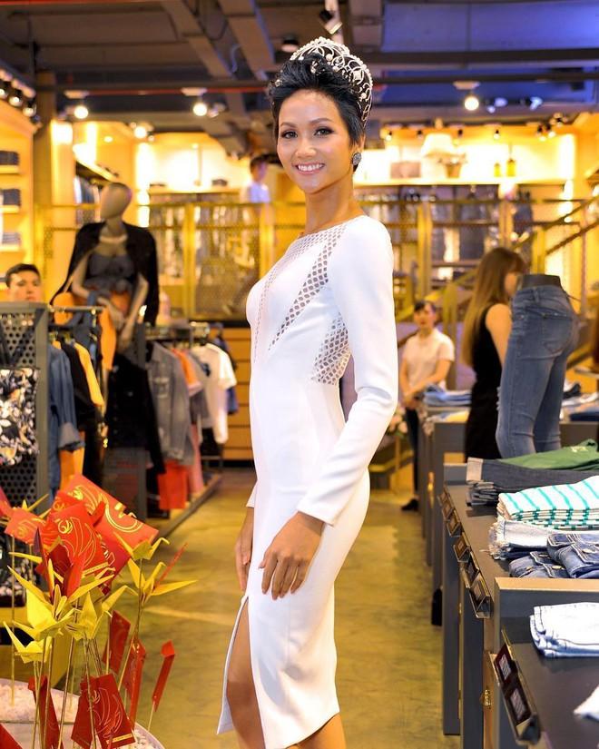 Từ sau khi đăng quang, Hoa hậu HHen Niê rất chăm chỉ thay đổi phong cách thời trang - Ảnh 9.