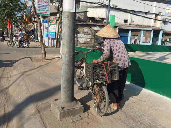 27 Tết, bà cụ ve chai vẫn miệt mài mưu sinh ở Sài Gòn mong đủ tiền mua gạo đón năm mới - Ảnh 7.