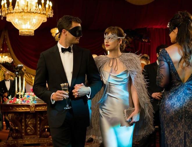 Để có thân hình bốc lửa khi diễn cảnh sexy trong 50 sắc thái: Đây là những gì nữ diễn viên xinh đẹp Dakota Johnson đã làm - Ảnh 2.