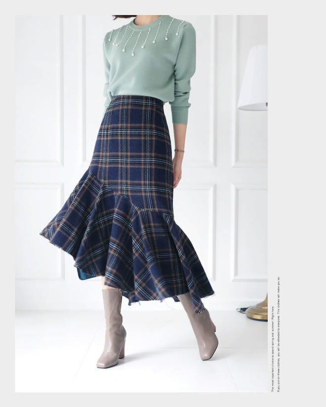 3 kiểu chân váy có chiều dài tới bắp chân này vừa giấu nhược điểm, lại vừa lên đồ diện Tết đẹp hết ý  - Ảnh 4.