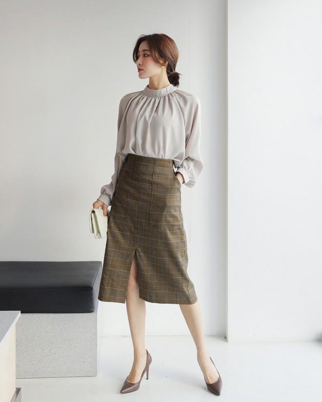 3 kiểu chân váy có chiều dài tới bắp chân này vừa giấu nhược điểm, lại vừa lên đồ diện Tết đẹp hết ý  - Ảnh 13.