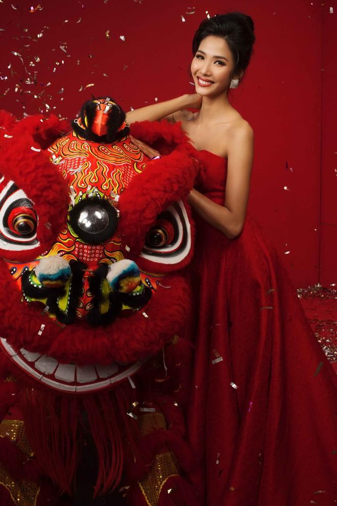 Ngất ngây trước hình ảnh HHen Niê cùng Hoàng Thùy, Mâu Thủy diện áo dài đón xuân - Ảnh 10.