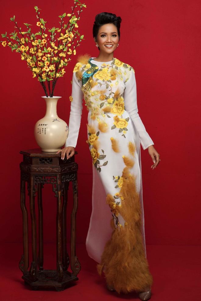 Ngất ngây trước hình ảnh HHen Niê cùng Hoàng Thùy, Mâu Thủy diện áo dài đón xuân - Ảnh 2.