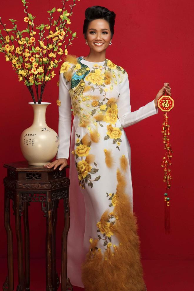 Ngất ngây trước hình ảnh HHen Niê cùng Hoàng Thùy, Mâu Thủy diện áo dài đón xuân - Ảnh 3.