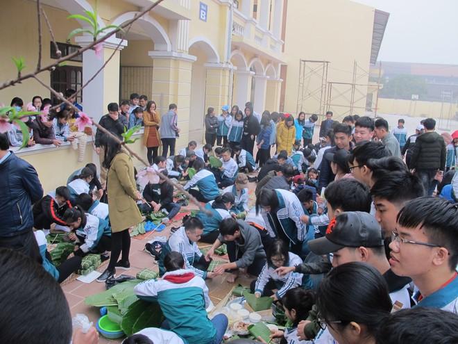 Hàng ngàn học sinh tự gói bánh chưng gửi tâm tình vào Tết yêu thương - Ảnh 3.