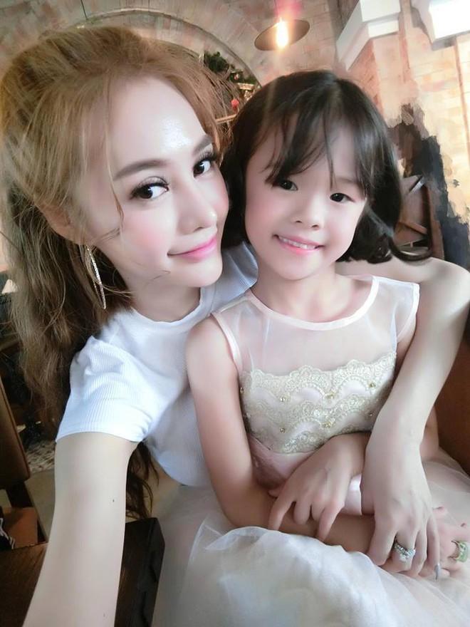 Bị phản ứng khi chụp ảnh với con Lâm Vinh Hải, Linh Chi thẳng thừng tố Lý Phương Châu ngoại tình, bỏ bê con cái