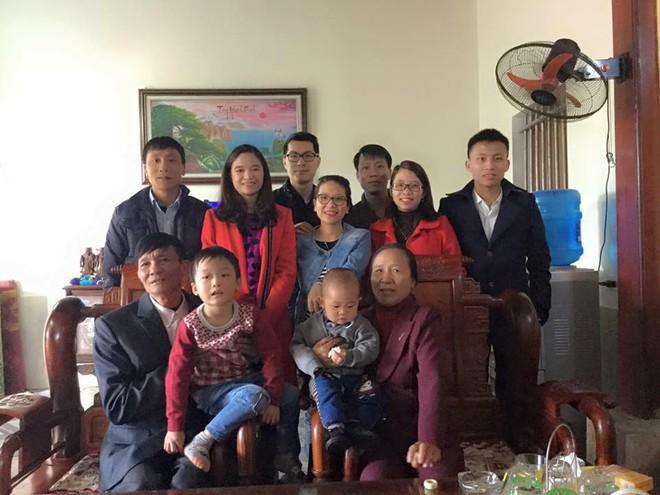 Nàng dâu Việt trên đất Pháp kể chuyện ăn Tết tại nhà chồng gốc Hoa: xa quê vẫn đủ bánh chưng, hoa đào, lì xì đỏ - ảnh 2