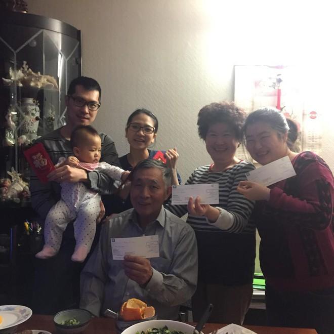 Nàng dâu Việt trên đất Pháp kể chuyện ăn Tết tại nhà chồng gốc Hoa: xa quê vẫn đủ bánh chưng, hoa đào, lì xì đỏ - ảnh 9