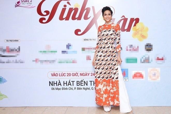 Từ sau khi đăng quang, Hoa hậu HHen Niê rất chăm chỉ thay đổi phong cách thời trang - Ảnh 17.
