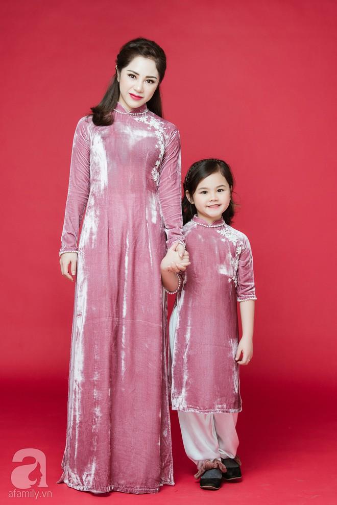 Rộn ràng ngày Xuân cùng những thiết kế áo dài dịu dàng cho mẹ và bé mặc trong dịp Tết này - Ảnh 6.