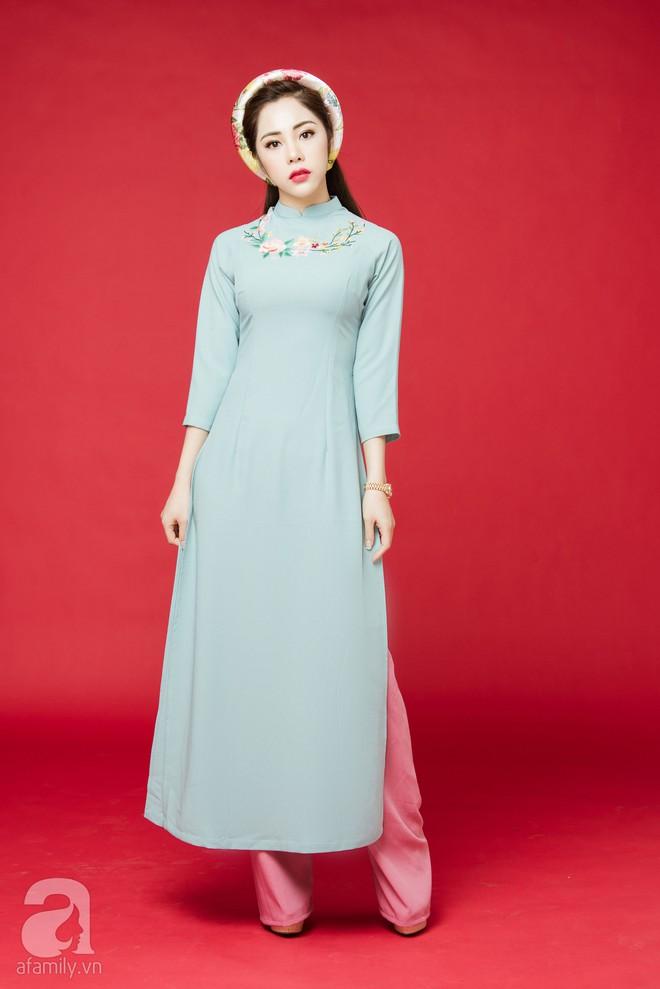 Rộn ràng ngày Xuân cùng những thiết kế áo dài dịu dàng cho mẹ và bé mặc trong dịp Tết này - Ảnh 9.