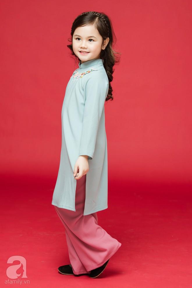 Rộn ràng ngày Xuân cùng những thiết kế áo dài dịu dàng cho mẹ và bé mặc trong dịp Tết này - Ảnh 11.