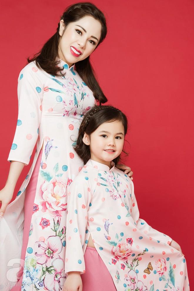 Rộn ràng ngày Xuân cùng những thiết kế áo dài dịu dàng cho mẹ và bé mặc trong dịp Tết này - Ảnh 13.