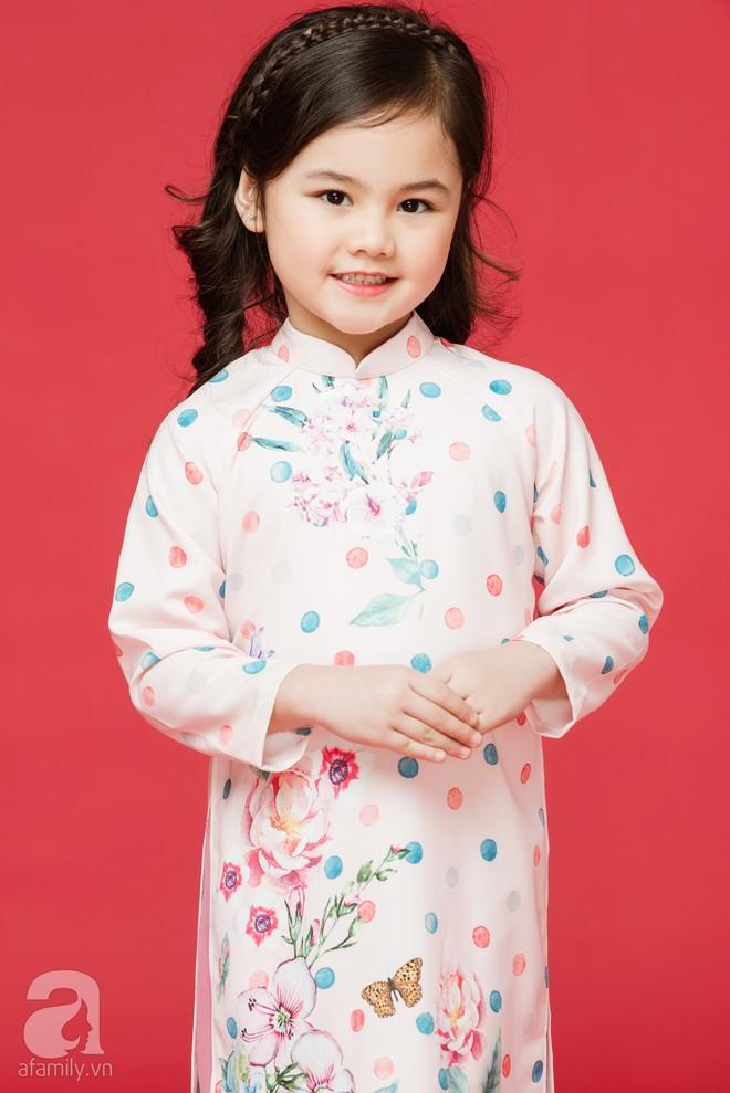 Rộn ràng ngày Xuân cùng những thiết kế áo dài dịu dàng cho mẹ và bé mặc trong dịp Tết này - Ảnh 14.