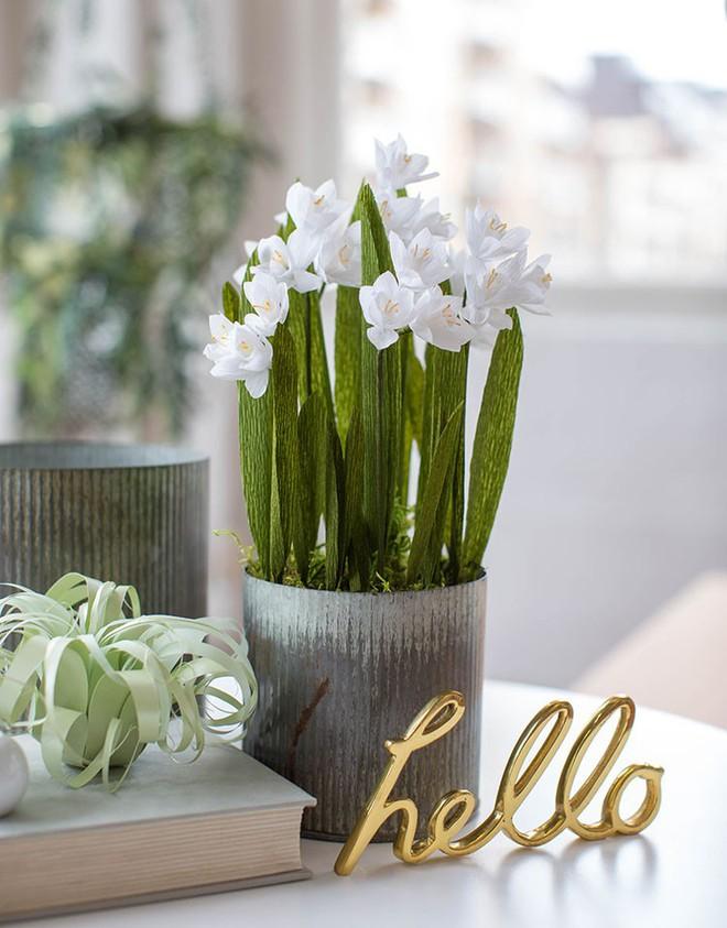 Trang trí nhà đẹp cùng với 2 cách làm hoa giấy đơn giản - Ảnh 9.